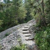 3D-5380-dolomieu-weg-oberhalb-eingang-pflerschtal-treppen.jpg