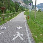 D-0024-grenze-suedtirol-trentino-am-radweg-via-claudia-etschradweg.jpg