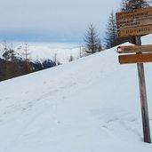 D-5324-reinswald-weg-nr-7-winter-wegweiser.jpg
