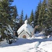 D-5371-sexten-kreuzbergpass-winter-st-michael-kapelle-schnee.jpg
