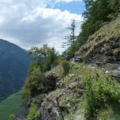 D-8674-steile-klippe-am-stundenweg.jpg